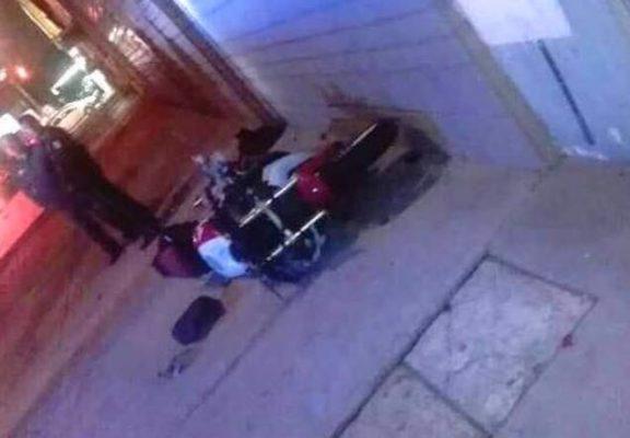 Motociclista muere arrollado por un automóvil