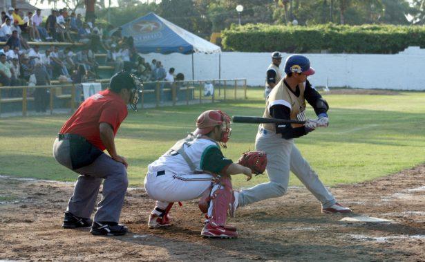 Cervecería y Mineros lideran Liga Municipal de Beisbol