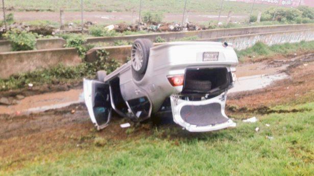 Vuelca conductor en la autopista México-Pachuca