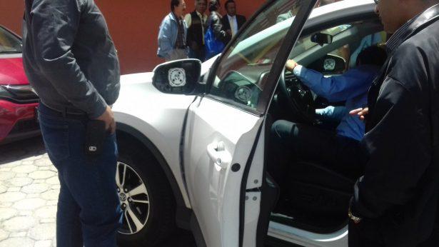 Desmiente Juan Zepeda que le hayan robado los espejos de su camioneta