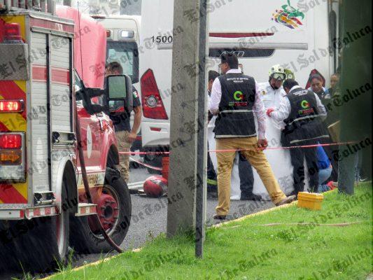 Se impacta motociclista contra camión de pasajeros en Las Torres