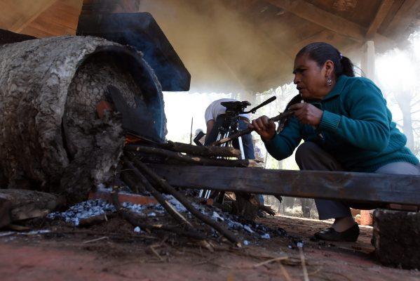 """[Galería] Llevan """"fábricas"""" de carbón a Temascaltepec"""