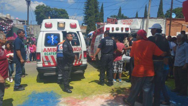 [Galería] Una docena de lesionados tras explosión de pirotecnia en Santa Clara Coatitla