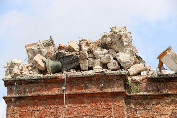 Temen vecinos de Tecomatlán riesgos por grieta originada por sismo