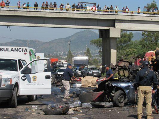 Choque múltiple en Tepetlaoxtoc deja dos muertos