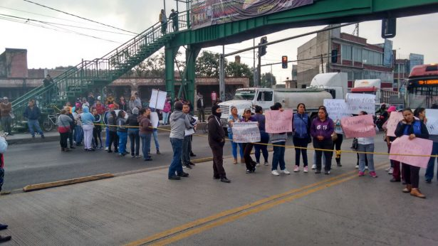 [Galería] Exigen revisión a escuela y bloquean por varias horas la México-Pachuca