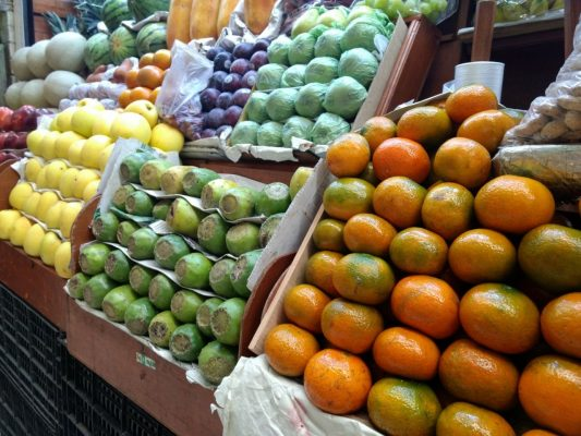 Con precios accesibles arranca venta de frutas de temporada