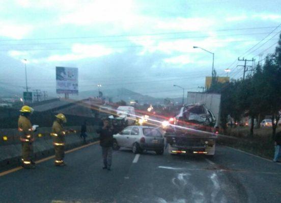 Tráiler embiste a varios autos en la México-Querétaro; un muerto y seis lesionados