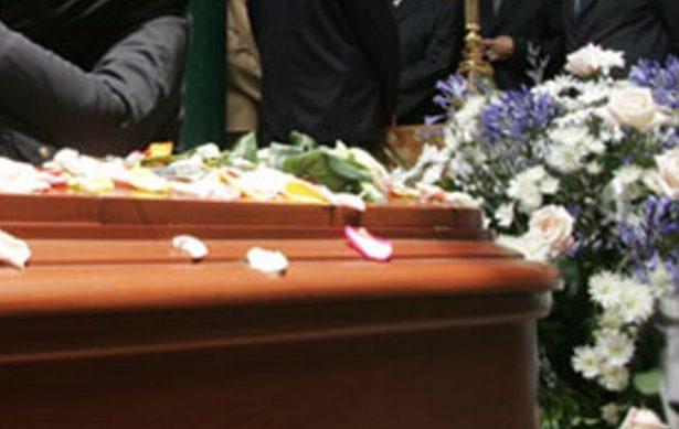 Sepultan a familia asesinada en Tultepec