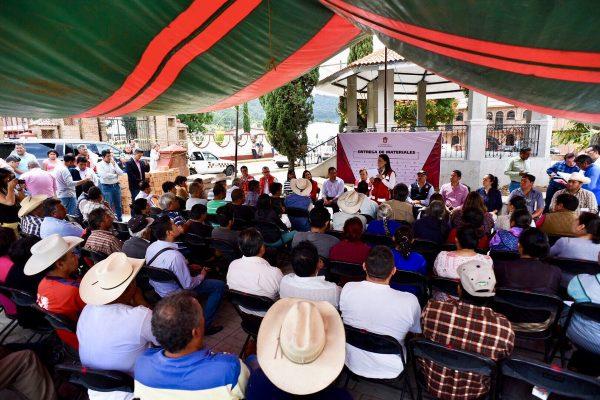 Entregan apoyos a panaderos de Tecomatlán