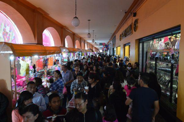 Suben 6 % ventas en comercios del centro por Feria del Alfeñique