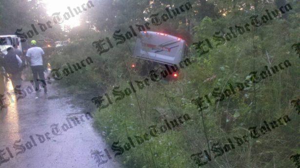 Se salió autobús de la carretera Toluca-Ciudad Altamirano
