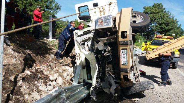 Volcó camioneta de valores en la Tenango-Ixtapan