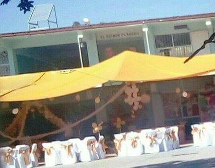 Primaria de Ecatepec, cerrada por dictamen, es utilizada para fiestas