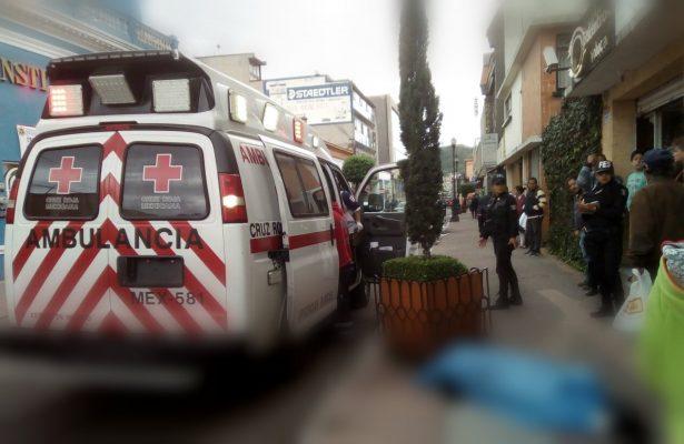 Desmaya y pierde la vida un hombre en el centro de Toluca