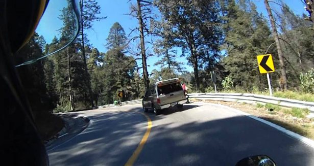 Tiran aceite en carretera de las Lagunas de Zempoala para asaltar
