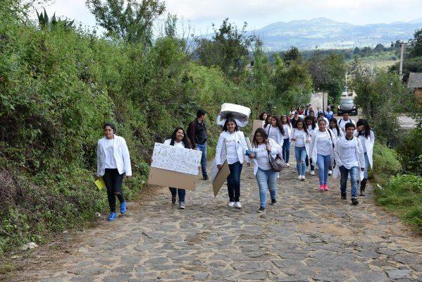 Autoridades y alumnos de la Universidad de la Salud llevaron apoyos a Ocuilan
