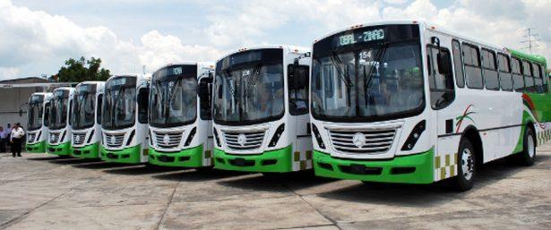 Incumplen líneas del transporte con el resguardo de sus unidades al terminar su servicio