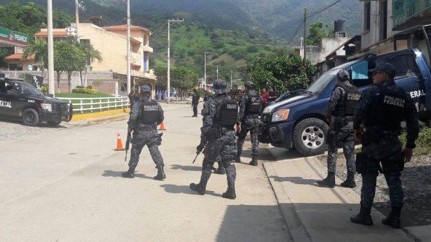 Investigan a policías municipales de Amatepec