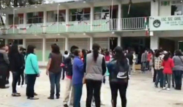 Amenazan con cerrar vialidades padres de alumnos de secundaria en Tecámac