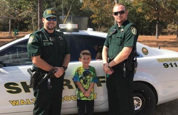 Niño llamó al 911 para invitar a los policías a la cena del Día de Acción de Gracias