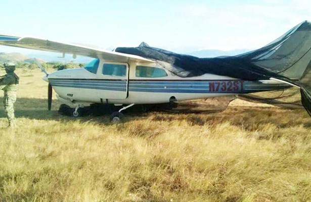 Ejército descubre presunta avioneta de narcos en Oaxaca