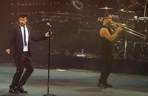 Ricky Martin conquista Acapulco con espectacular concierto