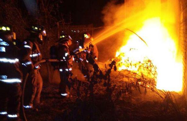 Se incendia bodega de reciclables en Michoacán