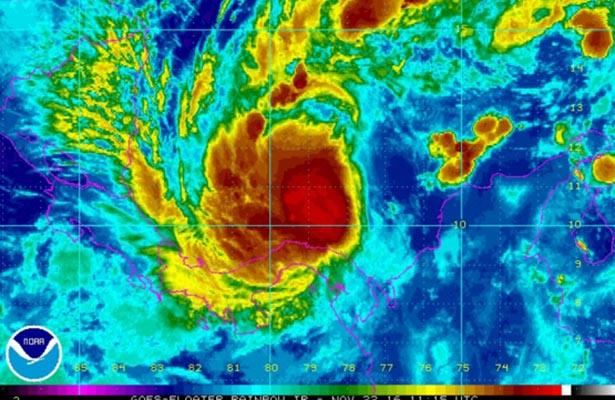 Tormenta tropical Otto a punto de convertirse en huracán en suroeste Caribe