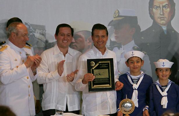 Reconoce Peña Nieto a la Armada de México con sorteo de la Lotenal