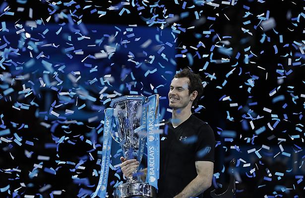 Murray vence a Djokovic y cierra año como el número 1