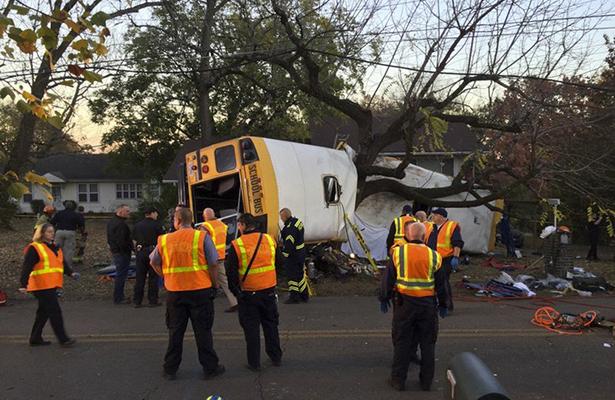 Choque de autobús escolar en Tennessee deja cinco muertos