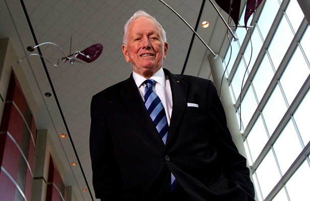 Muere Denton Cooley el primer cardiólogo en implantar corazón mecánico