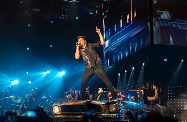 Ricky Martin pone a bailar a sus fans en Monterrey