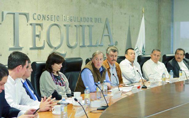 Meade se reúne con productores de tequila; promete impulsar el sector