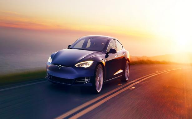 Tesla Roadster: el primer automóvil completamente eléctrico