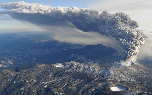 Decenas de vuelos cancelados en suroeste de Japón por erupción volcánica