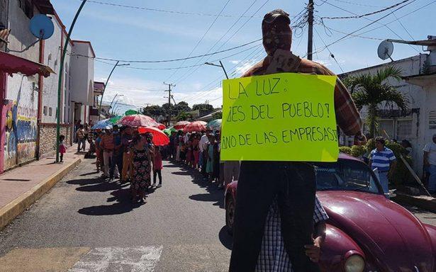 Protestan en contra de la CFE