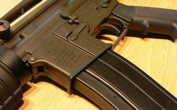 Legisladores de Florida aprueban ley que arma a algunos maestros