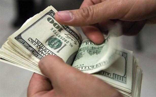 Dólar baja a 19.18 pesos a la venta en bancos de la Ciudad de México