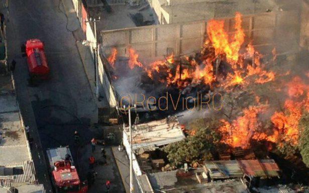 Se incendia bodega de madera en Santa Clara, Ecatepec