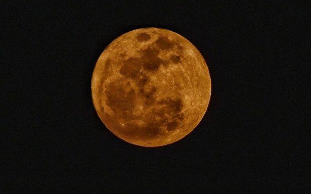 Súper Luna ilumina el cielo de la primera noche del 2018