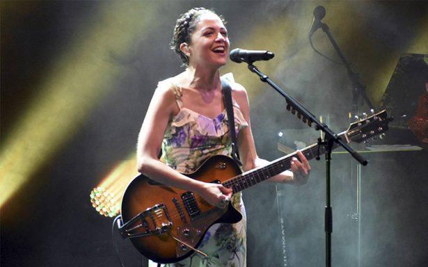 Siguen conciertos benéficos tras sismos; Lafourcade dedica show a Veracruz