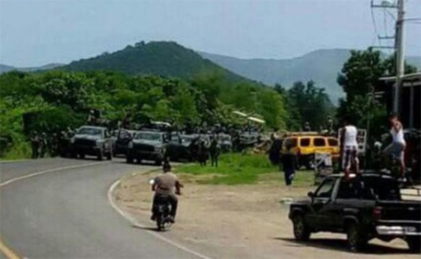 Mireles convoca a autodefensas para retirar al Ejército de Tepalcatepec