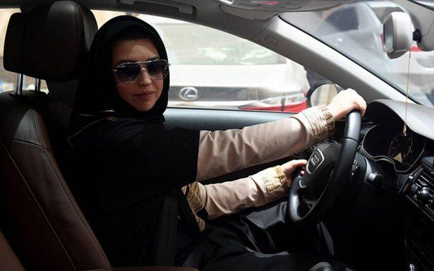 """""""Confía en dios y lánzate"""", mujeres de Arabia Saudita ya pueden conducir"""