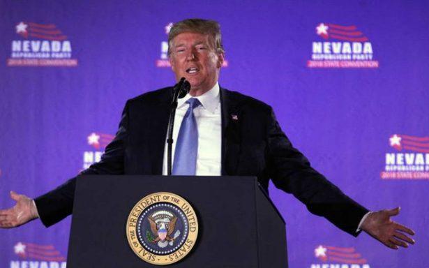 """Trump atiza debate y afirma que sin él """"millones"""" vendrían ilegalmente a EU"""