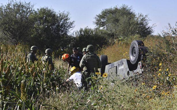 Vuelca vehículo militar tras operativo antihuachicolero en Guanajuato