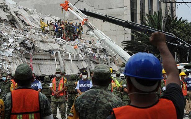 A un mes del sismo, México intenta volver a la normalidad aún con miedo