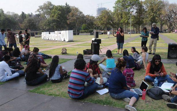 """Frente a Rectoría, critican campaña """"No es tu Amigo, es un Narco"""""""