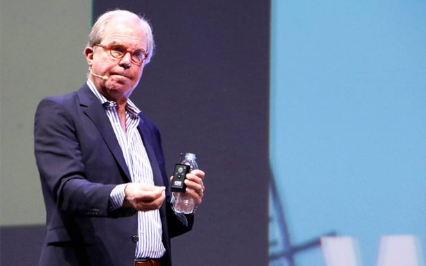 Negroponte, director del MIT, pide eliminar brecha digital